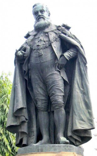 Bronze statue of the Marquess of Ripon in his Garter robes and insignia by Francis Derwent Wood, which stands in Victoria Gardens, Calcutta.